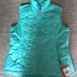 Brand new north face vest, tags on